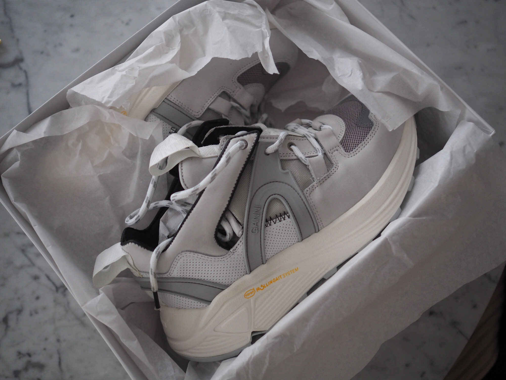 10 vita höga sneakers du kommer att älska